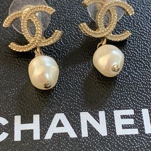 CHANEL gold CC ratings with drop pearl❣️